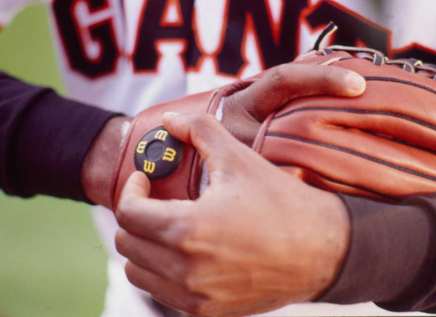 Giant's player adjusting the Dial Fit System™ on his Wilson A2000 baseball glove