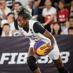 Migna Touré dribbling a basketball