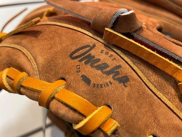 Omaha glove