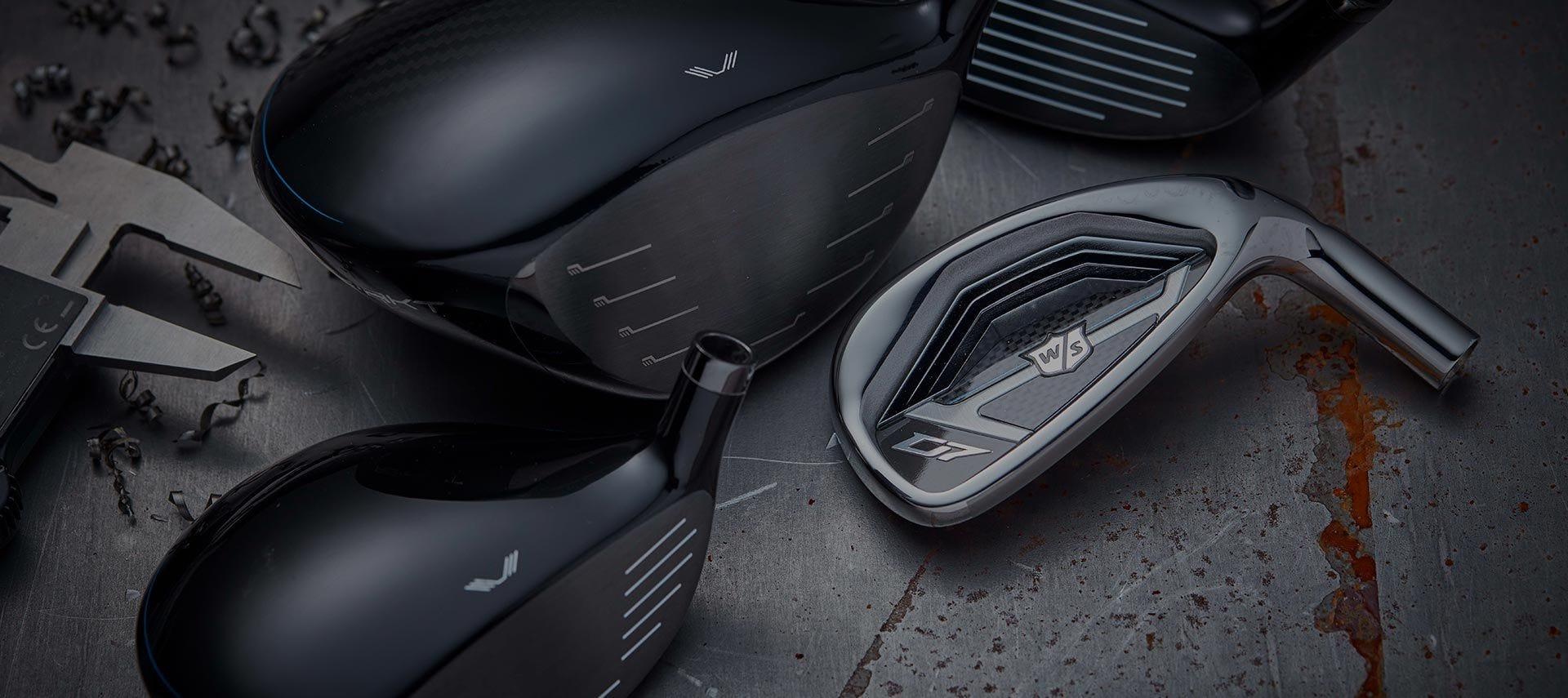 ausgewählte Golfschläger auf grauem Hintergrund